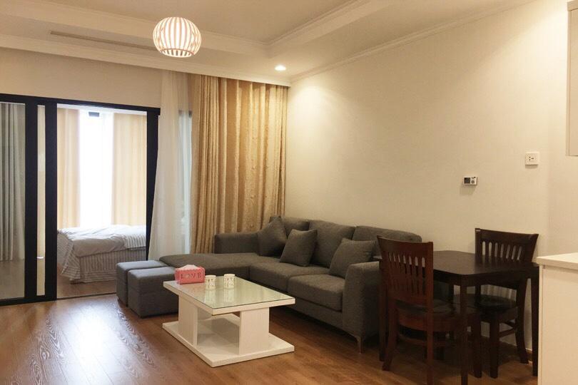 Cần cho thuê căn 1 phòng ngủ Royalcity. Đủ nội thất giá 11tr/tháng
