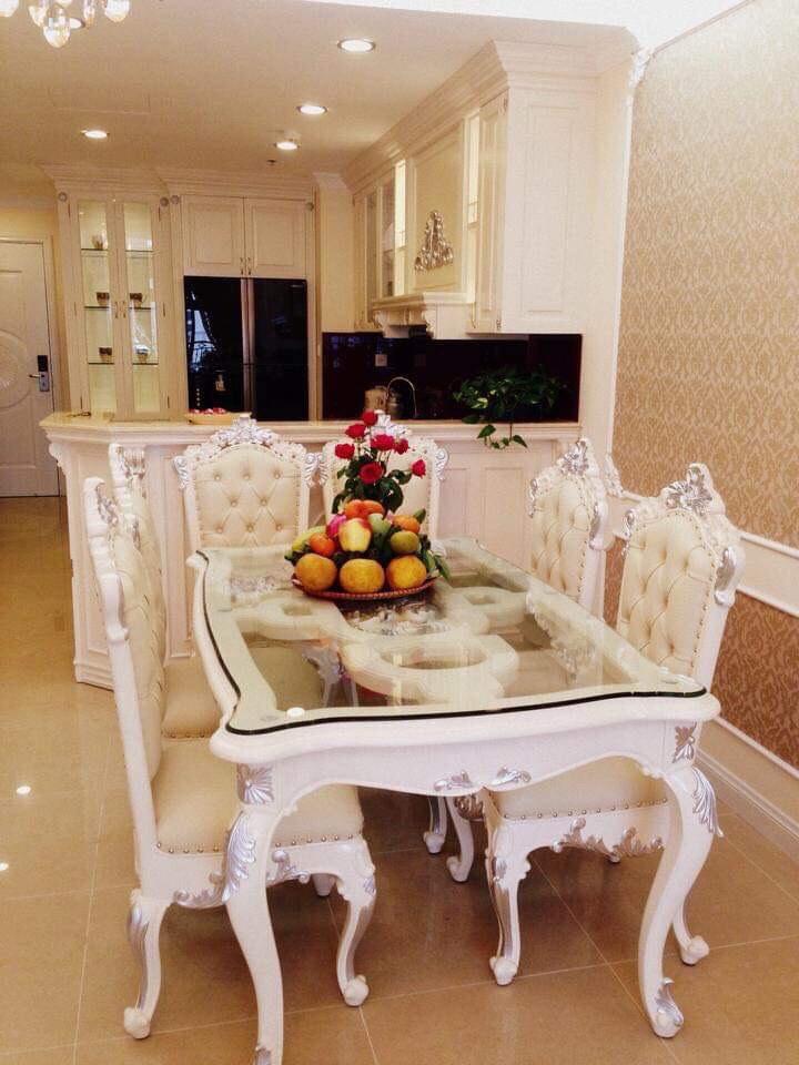 Cho thuê căn hộ 2 phòng ngủ R5 Royalcity đủ đồ tân cổ điển