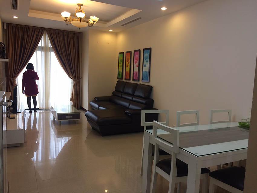 Cho thuê chung cư Royal City R1 2 phòng ngủ, Đủ Đồ – 18 triệu