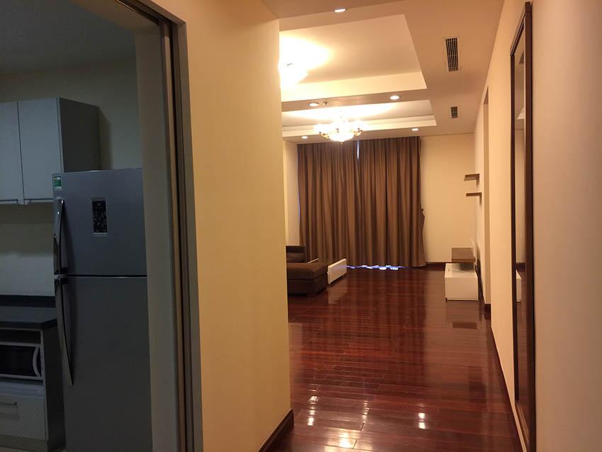 Cho thuê căn hộ Royal City 3 Ngủ đủ đồ R5 – 900 USD