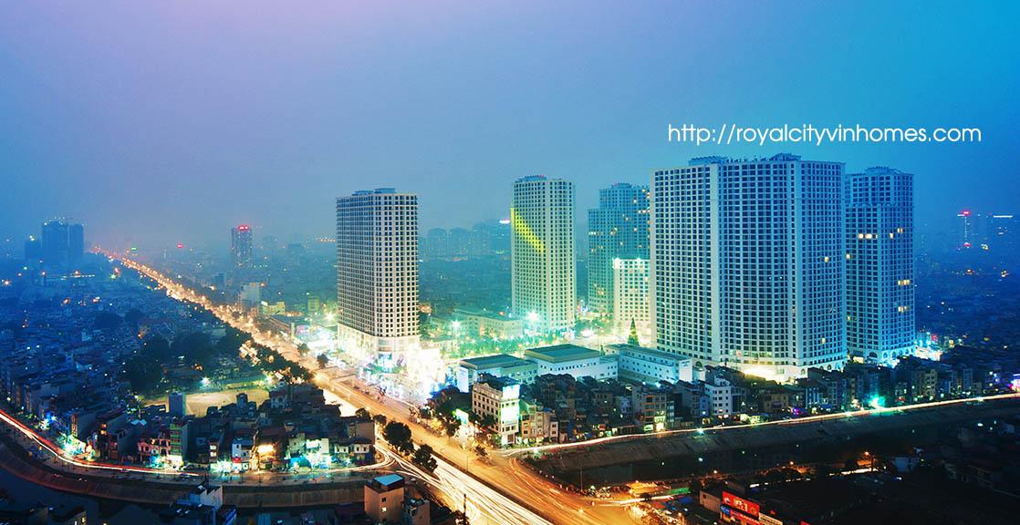 Khu đô thị Royal City lung linh khi màn đêm buông xuống.