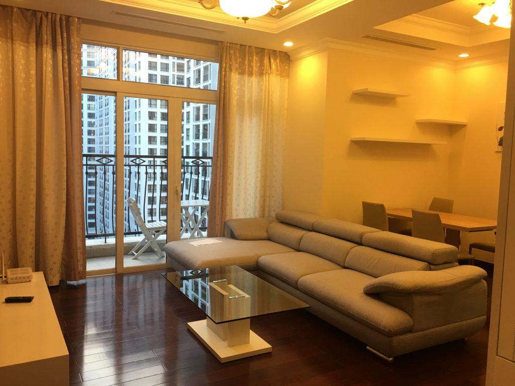 Cho thuê căn hộ Royal City R2 Đủ Đồ – 15 triệu