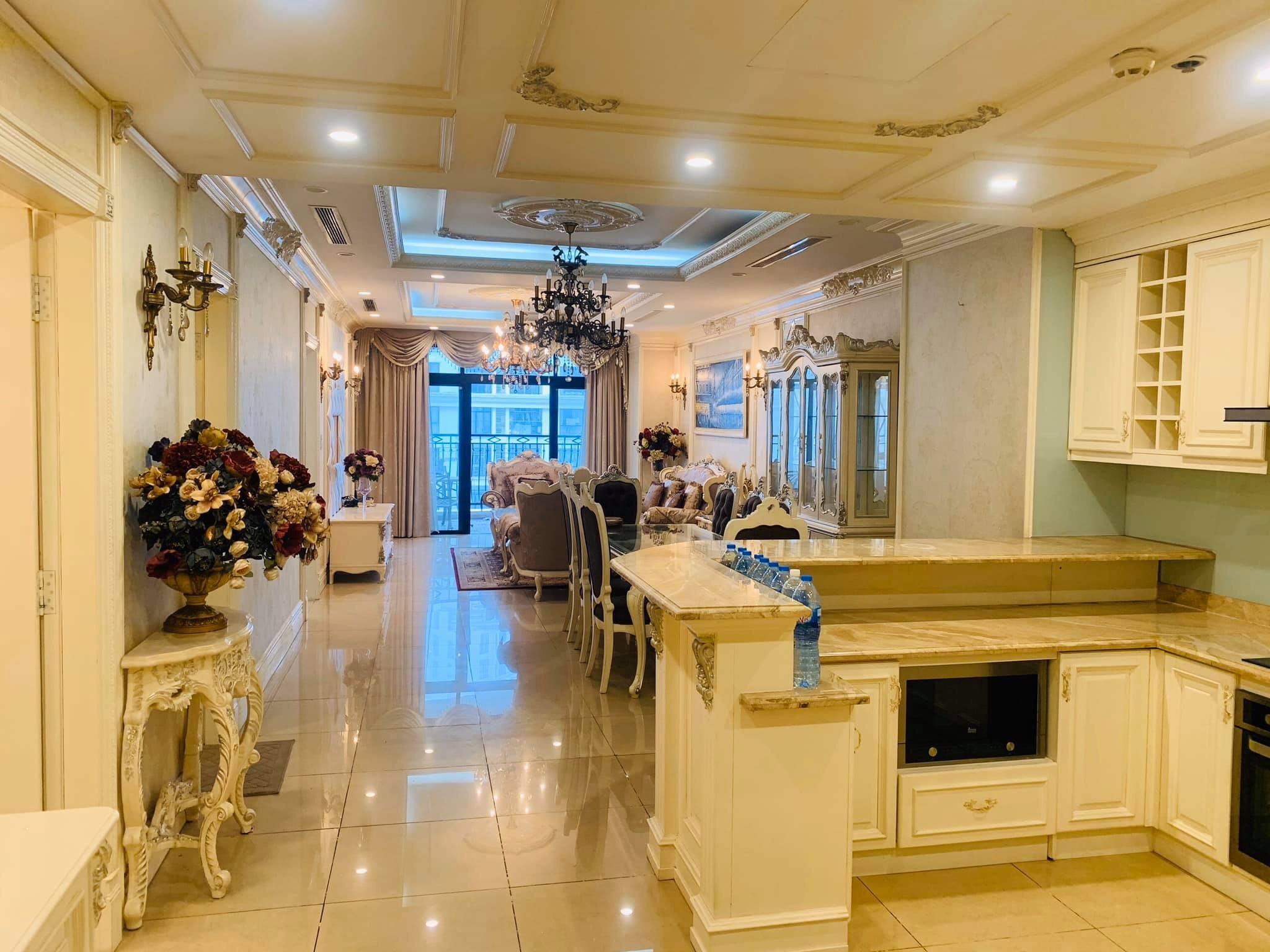 Bán gấp căn hộ R3 Royal city 3 phòng ngủ 157m2 căn góc