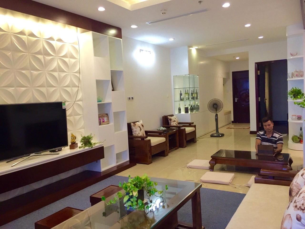 Bán căn hộ 2 phòng ngủ Royal City Giá rẻ R5 93m2
