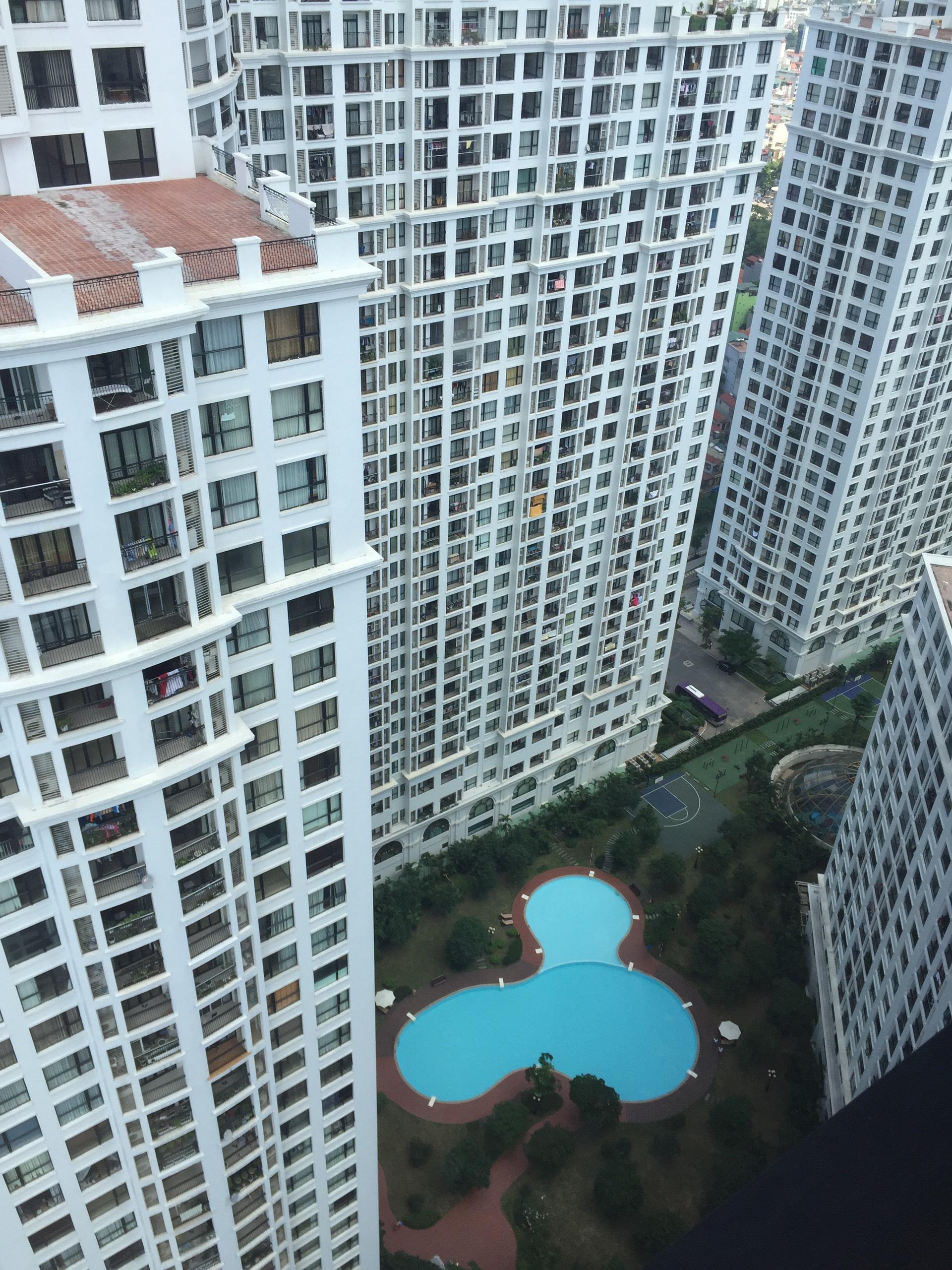 Bán căn hộ 2 phòng ngủ Royal city thoáng sáng 109m2 tòa R1