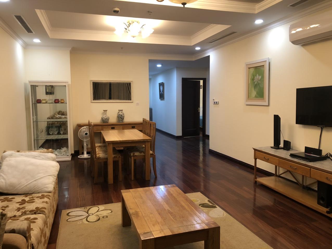 Thuê căn hộ 2 phòng ngủ đủ đồ hướng mát giá siêu rẻ Royal city