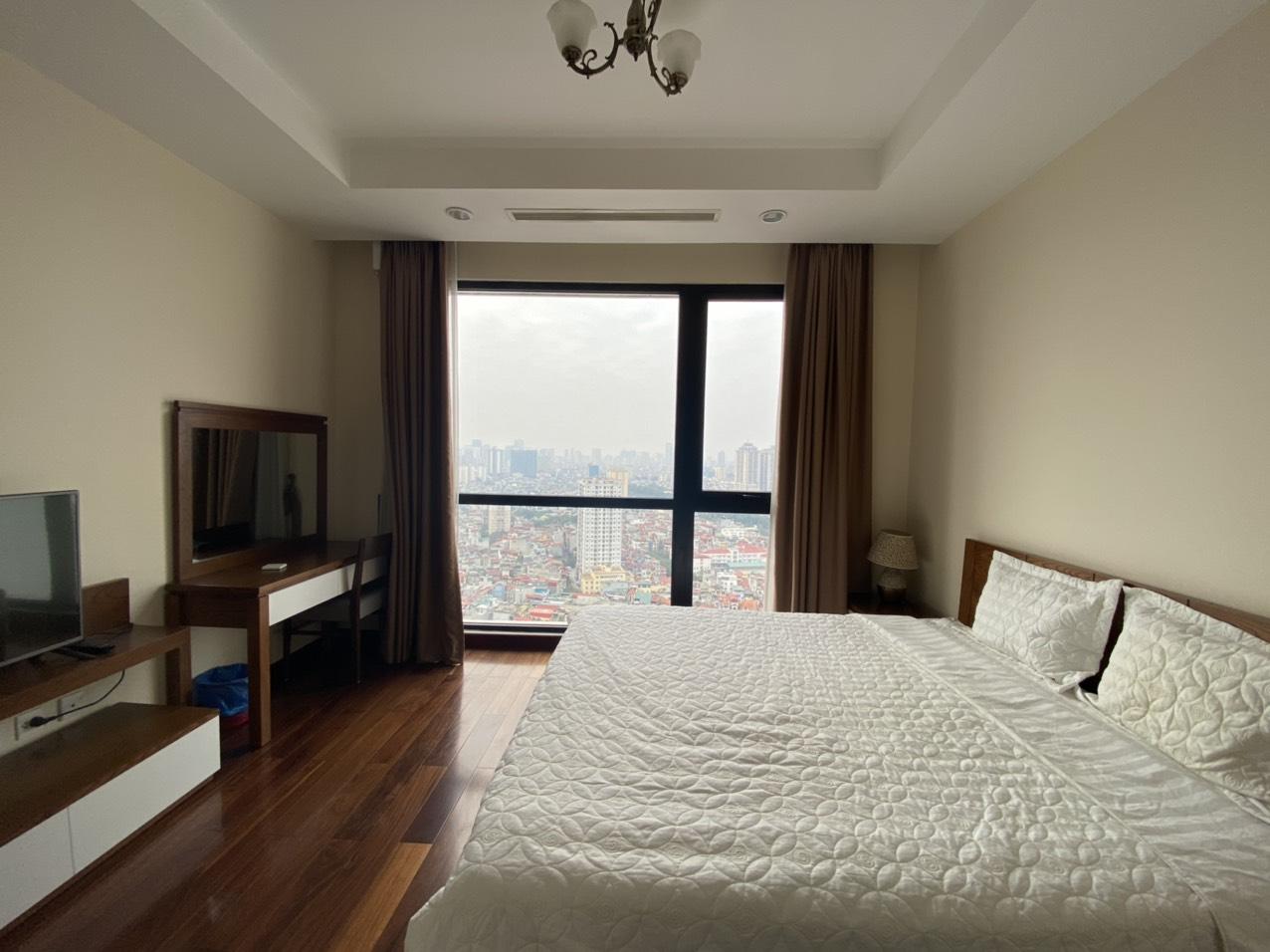 Thuê căn hộ 2 phòng ngủ thoáng sáng tòa R2 Royal city